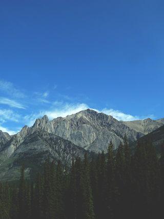 Mountainphoto-1431730524508-b2f28f2b793a