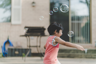 Blowingbubblesphoto-1472057401516-4715a3148277