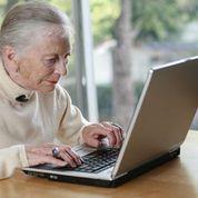 Oldwomanoncomputer